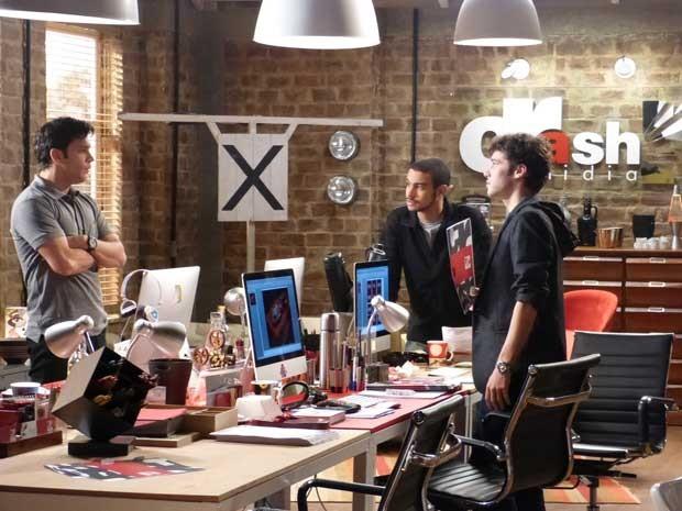 Érico, Maurício e Jonas acertam os últimos detalhes da campanha do Mr Músculo (Foto: Sangue Bom/TVGlobo)