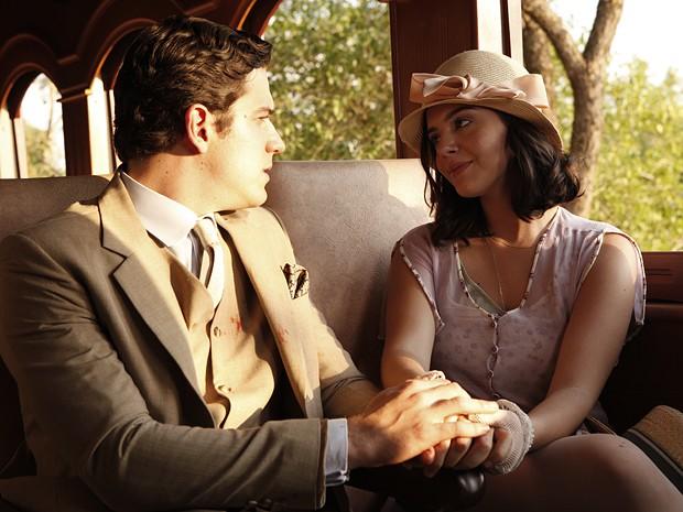 Ela e o amado decidem seguir em frente e esquecer todo o passado nebuloso (Foto: Gabriela / TV Globo)