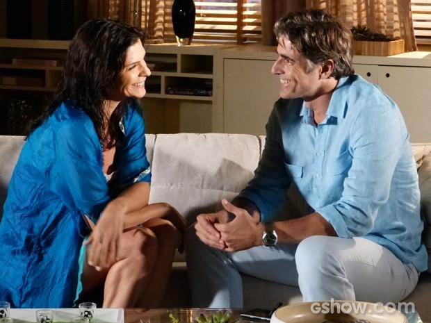 Parece que os dois gostaram da ousadia dela, né (Foto: Em Família/TV Globo)