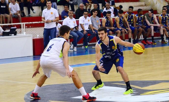 João Pedro São José Basquete (Foto: Danilo Sardinha/GloboEsporte.com)