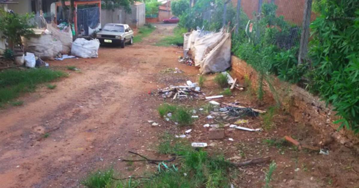 Moradores de Regente Feijó pedem asfalto à rua na Vila São Bento - Globo.com