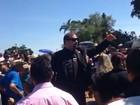 Milionário canta 'Estrada da Vida' no enterro de José Rico