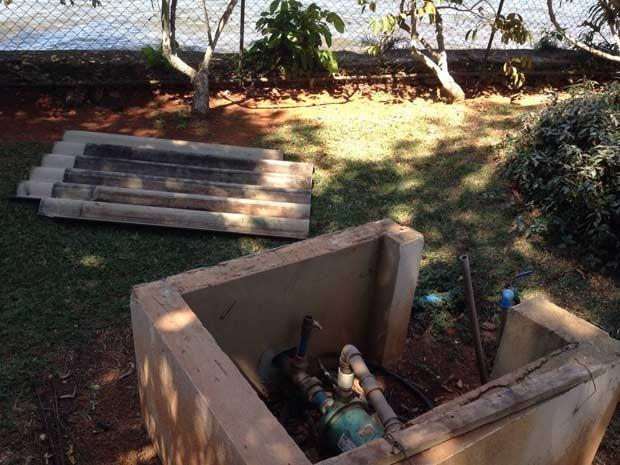 Bomba para captação de água encontrada em residência junto ao Lago Paranoá, em Brasíla (Foto: Gabriel Luiz/G1)