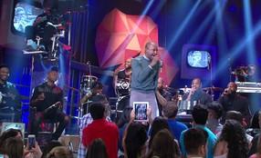 Thiaguinho se apresenta no programa 'Altas Horas'