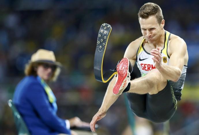 Markus Rehm salta 8,21 em sua última tentativa e conquista o ouro no salto em distância da Paralimpíada do Rio (Foto: REUTERS/Jason Cairnduff)