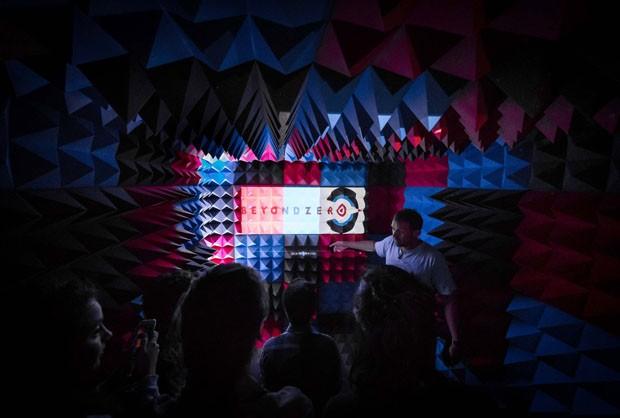 Scott Whitby Studio transforma container em cinema (Foto: Divulgação)