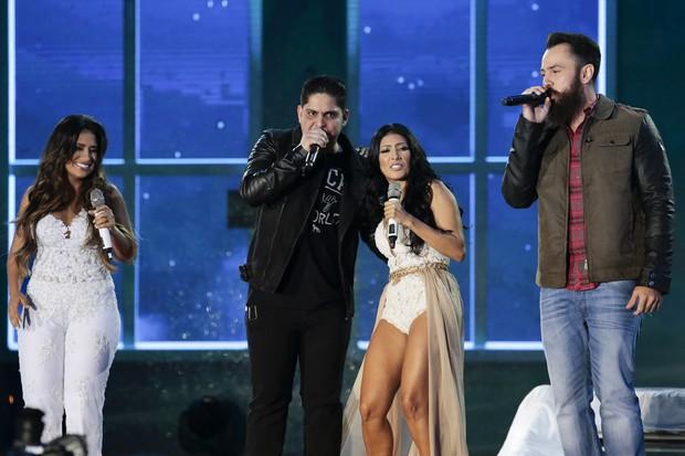 Simone e Simaria cantaram com Jorge e Mateus (Foto: Rafael Cusato/Brazil News)