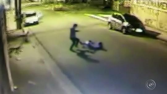 'Não posso nem lembrar que sinto medo', diz mulher após sofrer rasteira a caminho do trabalho e ter bolsa roubada