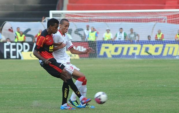 Sport x Náutico - Moacir - Derley (Foto: Aldo Carneiro)