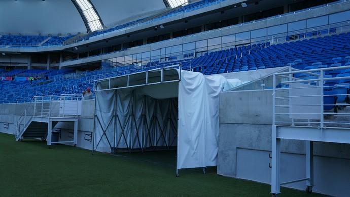 Cobertura do túnel de entrada dos jogadores foi mantida na Arena das Dunas (Foto: Augusto Gomes)