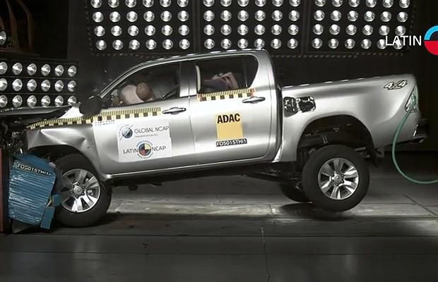 Toyota Hilux em teste de impacto do Latin NCAP (Foto: Latin NCAP)