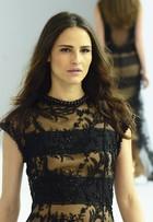 Fernanda Tavares desfila em evento de moda em Minas Gerais