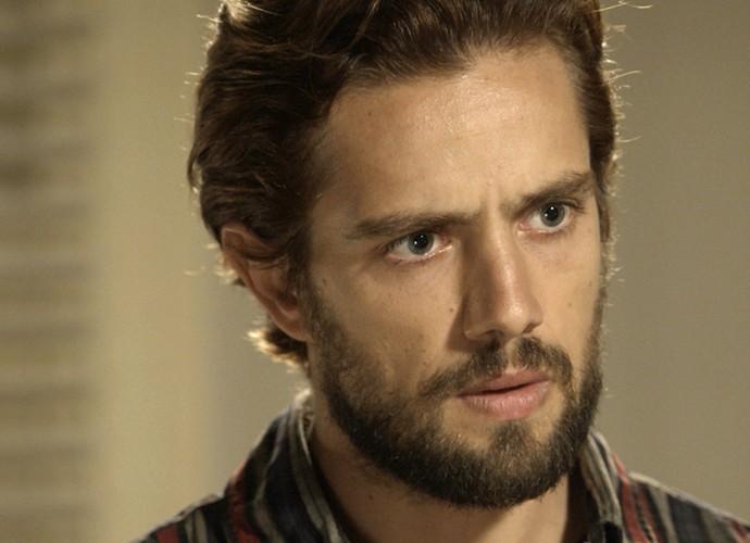 Felipe fica sem ação ao saber que vai ser pai de novo (Foto: TV Globo)