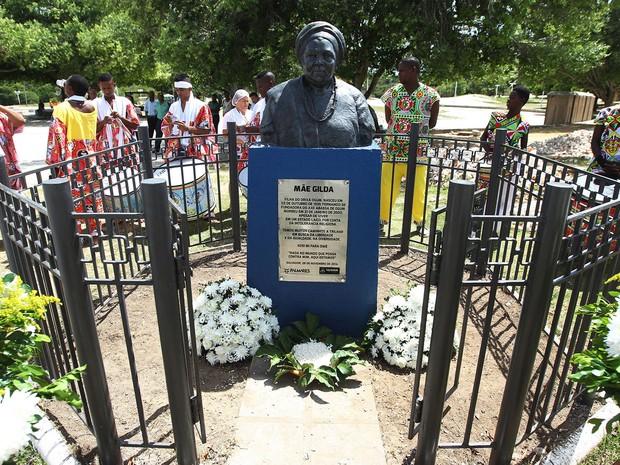 Busto de Mãe Gilda é reinaugurado após ser alvo de vandalismo em Salvador (Foto: Elói Corrêa/GOVBA)
