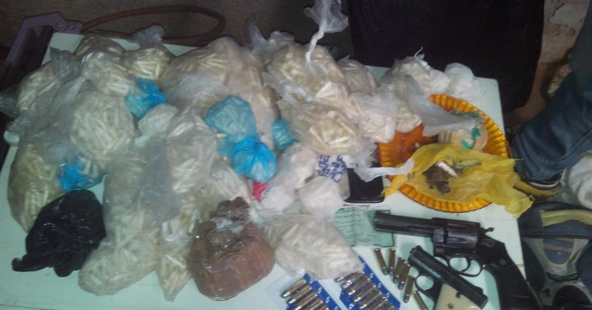 Polícia Militar apreende 3.248 mil pinos de cocaína em Pádua, no RJ - Globo.com