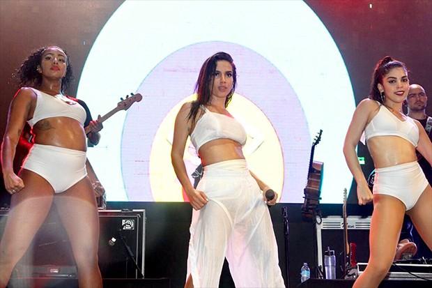 """Show de Anitta no """"Sunset on The Beach"""", em Guarujá, São Paulo (Foto: Brazil News)"""