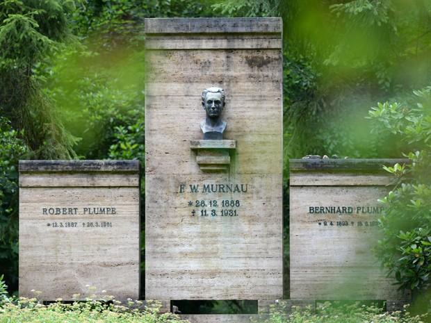 Túmulo do cineasta Friedrich Wilhelm Murnau em Stahnsdorf, na Alemanha (Foto: AFP PHOTO/DPA/RALF HIRSCHBERGER)