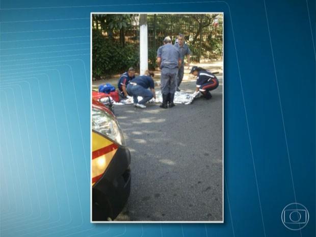 Equipes de resgate tentaram reanimar Natália (Foto: TV Globo/Reprodução)