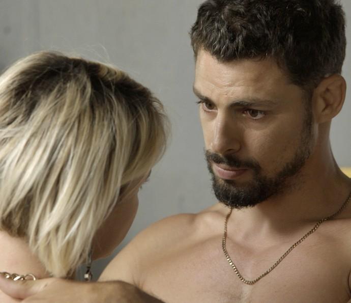 Juliano pede Belisa em namoro (Foto: TV Globo)