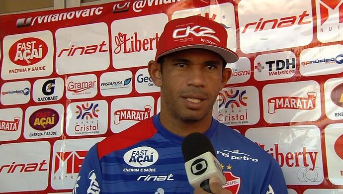 Robston, volante do Vila Nova (Foto: Reprodução / TV Anhanguera)