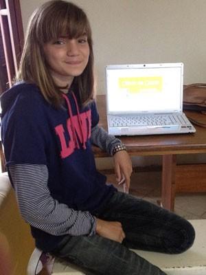 Isadora Faber criou uma página no Facebook para mostrar os problemas de sua escola em Florianópolis (Foto: Joana Caldas/G1 )