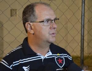 Marcelo Vilar, treinador do Botafogo-pb, no Estádio Teixeirão (Foto: Amauri Aquino / GloboEsporte.com)