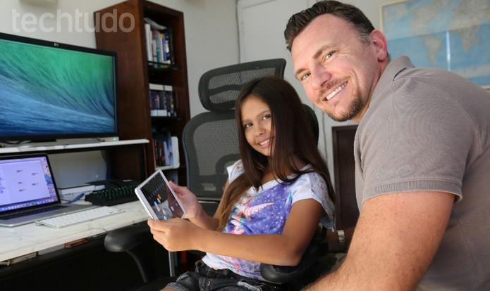 Pai e filha trabalharam juntos na segunda etapa do desenvolvimento do app (Foto: Zíngara Lofrano/TechTudo)