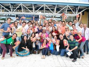 Candidatos promoveram gruito de gerra antes da prova (Foto: Jamile Alves/G1 AM)