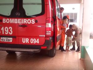 Crianças foram levadas pelo Corpo de Bombeiros ao Hospital Regional em Vilhena (Foto: Carlos Mont Serrate/Rota Policial News)