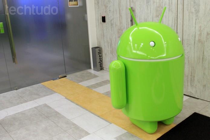 No detalhe, o mascote Android recebe os visitantes na sede do Google Brasil (Foto: Isadora Díaz/TechTudo)