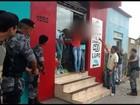 Vídeo mostra trio se entregar após fazer reféns em tentativa de assalto