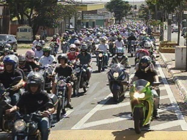 Cerca de 500 motociclistas participaram do evento (Foto: Reprodução/TV TEM)