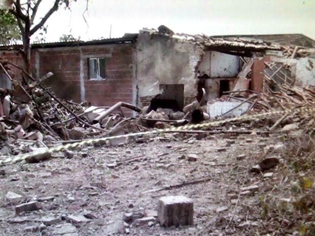 Local foi isolado após explosão na manhã desta quinta-feira (Foto: Rodolfo Lira/ Alto Santo É Notícia)