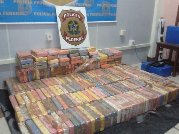 Segundo a polícia, a droga estava de passagem pela região e não se sabe ainda o destino dela (Foto: Cristian Bandeira/TV Tapajós)