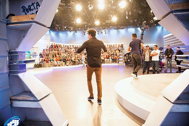 Animação no palco (Foto: Animação no palco)
