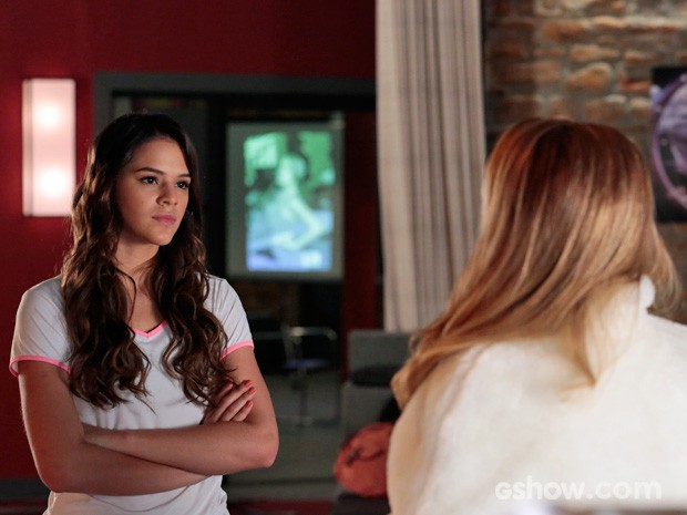 Luiza perde a paciência com as provocações de Shirley  (Foto: Felipe Monteiro/TV Globo)