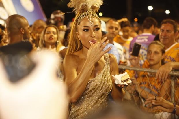 Sabrina Sato na Sapucaí (Foto: Anderson Barros/EGO)