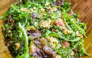 Salada de figos, bresaola, agrião e nozes