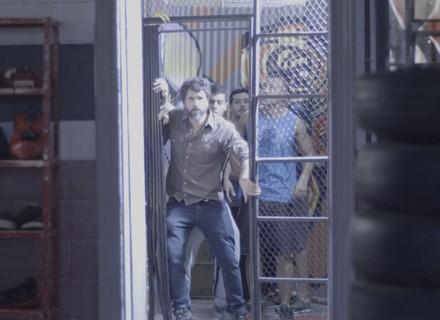 Gael invade a Khan com os alunos de sua academia