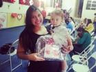 Priscila Pires vai à festa de Dia das Mães em escola do filho:'Emocionada'