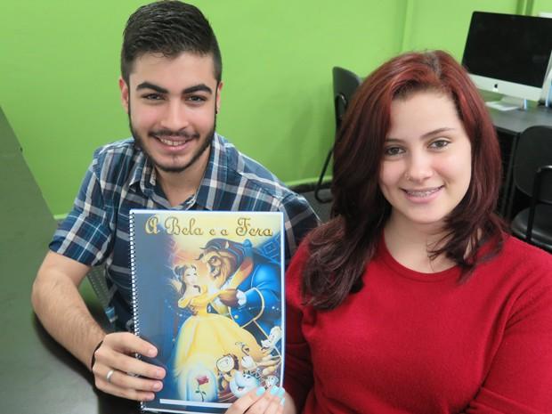 Os namorados Sidney e Paula fizerm um livro infantil em realidade aumentada (Foto: Mariane Rossi/G1)