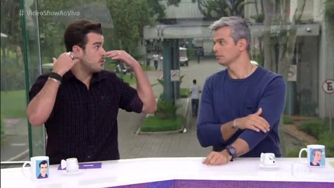 Joaquim Lopes elogia cabelo de Isabella Santoni em 'A Lei do Amor' (Foto: TV Globo)