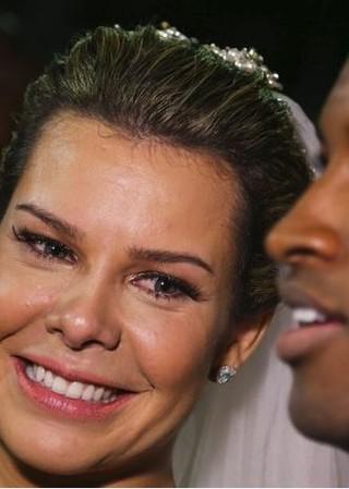 A atriz Fernanda Souza apostou em maquiagem bem natural no dia de seu casamento com o cantor Thiaguinho (Foto: Ag. News)