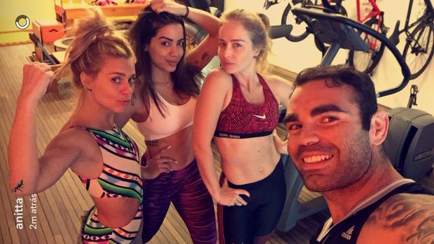 Carolina, Angélica, Anitta e Chico Salgado (Foto: Reprodução/Snapchat)