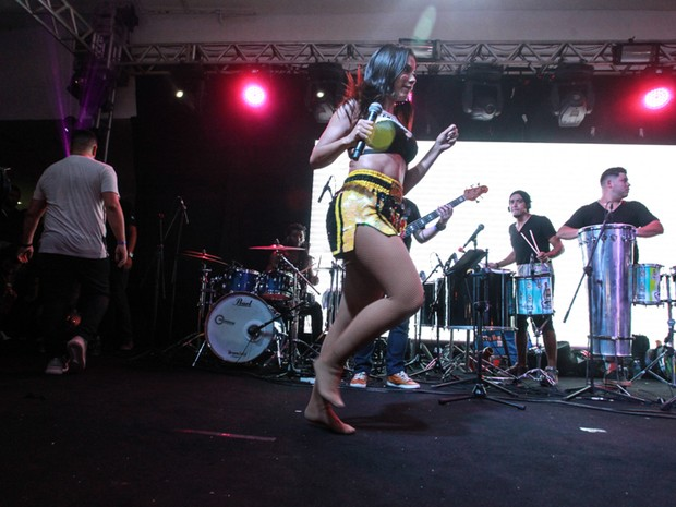 Anitta em show na Zona Sul do Rio (Foto: Marcello Sá Barretto/ Ag. News)