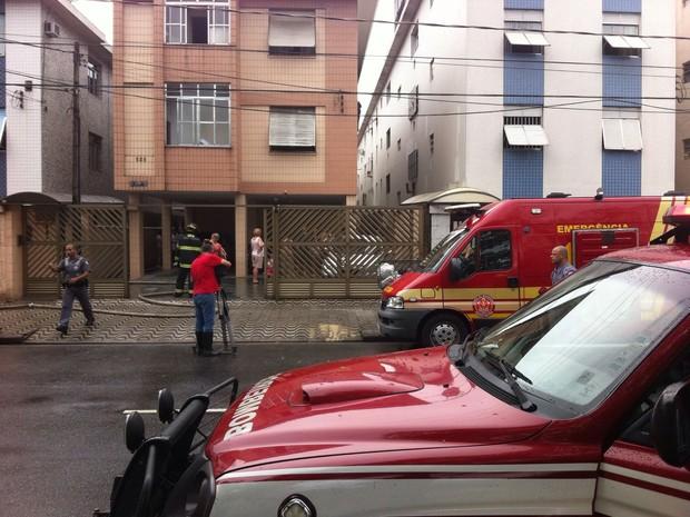 Incêndio aconteceu em Santos (Foto: Renan Fiuza/G1)