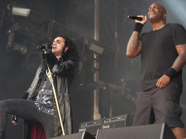 Moonspell se apresenta com Derrick Green, vocalista do Sepultura, no 5º dia de Palco Sunset (Foto: Luciano Oliveira/G1)