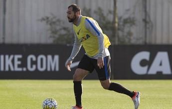 Danilo volta a treinar com bola no Corinthians; Rildo trata dor muscular