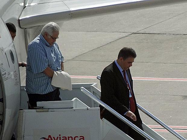 Pedro Corrêa chega ao Recife em voo comercial (Foto: Katherine Coutinho / G1)