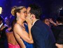 Ticiane e César Tralli beijam muito em casamento de sobrinho da Hebe